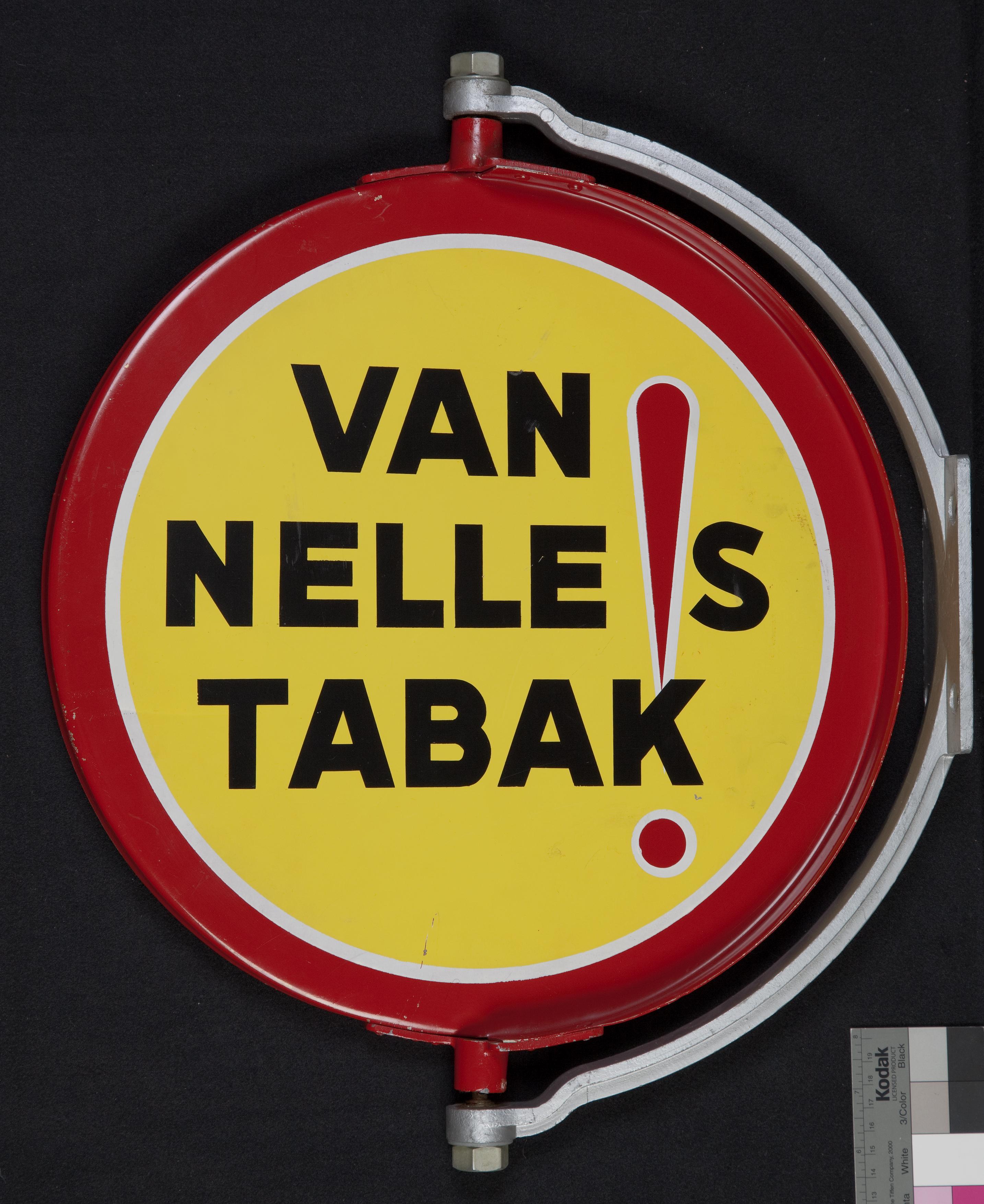 """Roterend emaille reclamebord """"VAN NELLE!S TABAK"""", geel met rode rand en rood uitroepteken"""