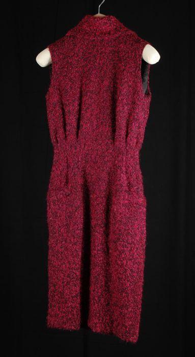 """Knielange mouwloze japon (1) met bijbehorend jasje (2), zwart-fuchsia bouclé met antraciet revers, """"Cargelli"""""""