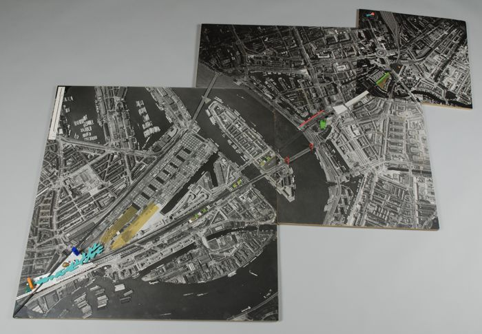Fotografische driedelige plattegrond (A-C) van het spoortunneltracé met enige markeringen, ontwerp van Rem Koolhaas