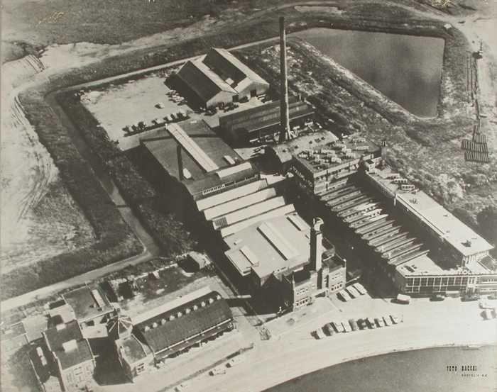 Zwart-wit luchtfoto Tollens verffabriek Overschie